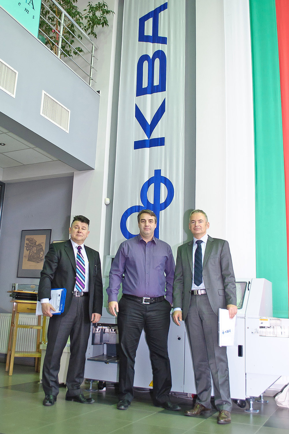Unipack director and co-proprietor Todor Chakov (centre), pictured here with Simeon Dominov (l) of KBA sales agency Dominov Konsumativ and KBA sales director Sven Strzelczyk, signed the contract for a high-end Rapida 106 dual-coater press in January